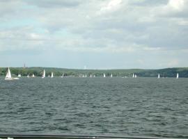 Potsdam ist zu Land zu Wasser immer einen Ausflug wert, wir liegen dazu einfach ideal