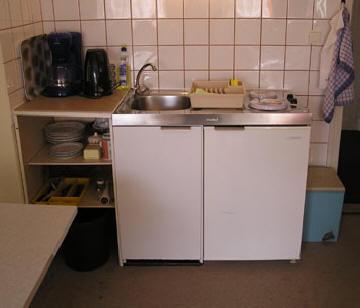 offene Küchenzeile der Potsdamer Ferienwohnung
