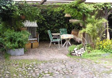 Raucherbereich im Garten unseres Hauses von 1752